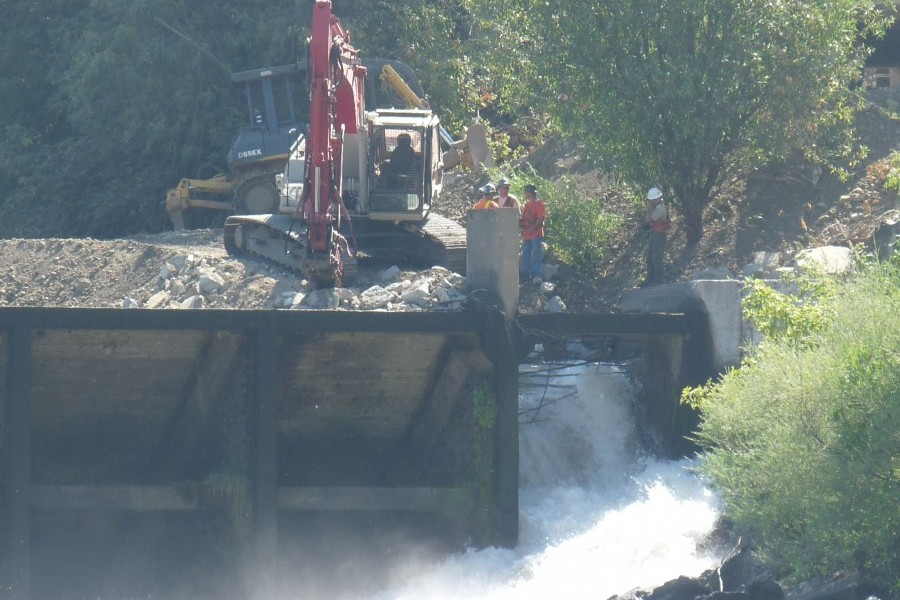 Gold Ray Dam Removal, OR  Photo: WaterWatch